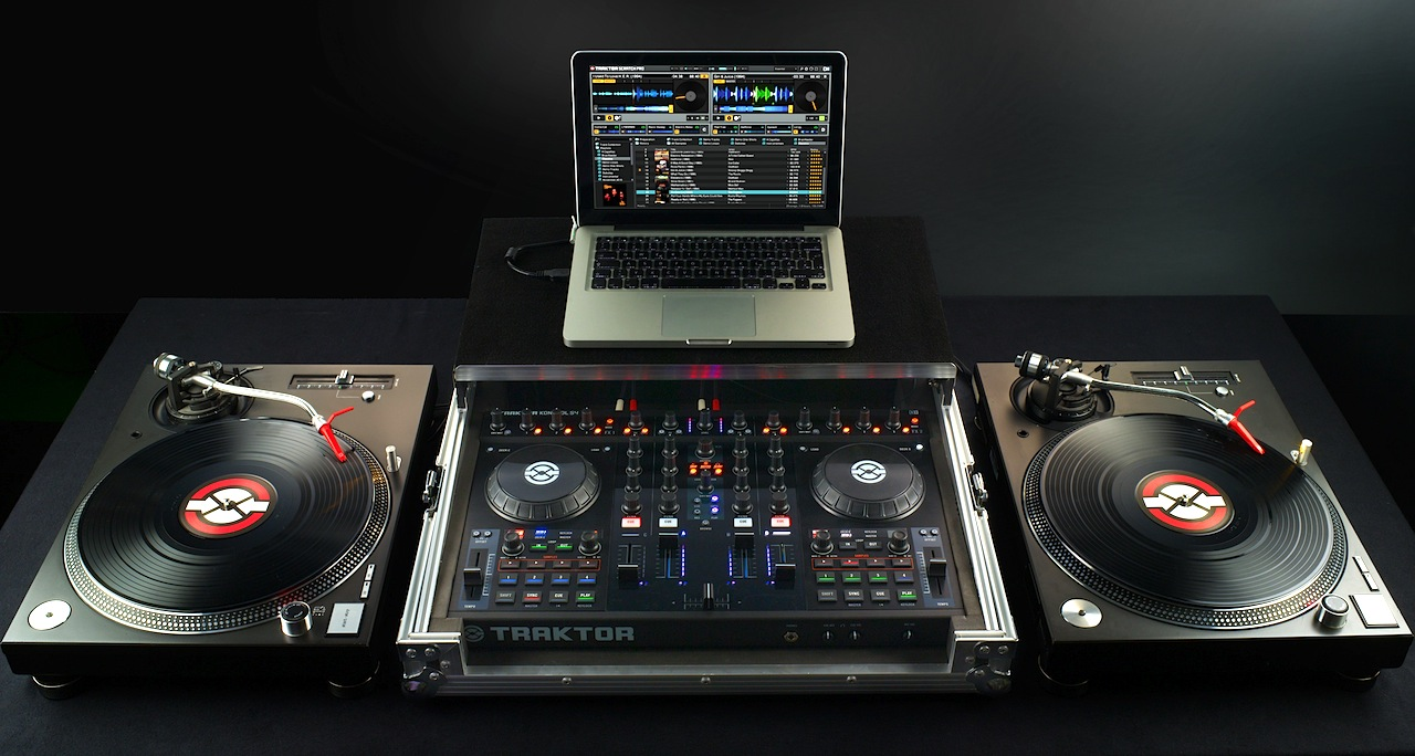 How To Connect a Turntable To a Laptop & How To Connect a Turntable To a Laptop - ClickHowTo